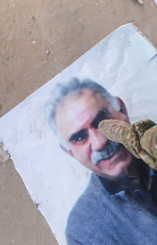 Öcalan posterleri ayaklar altında