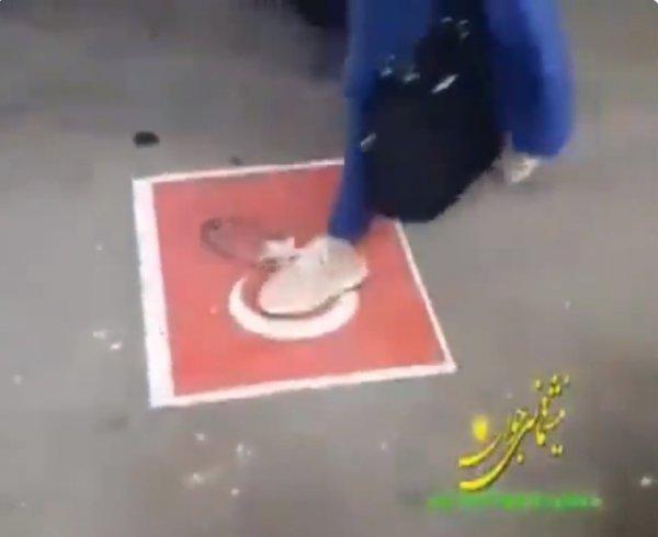 İran'da Türk bayrağına hakaret