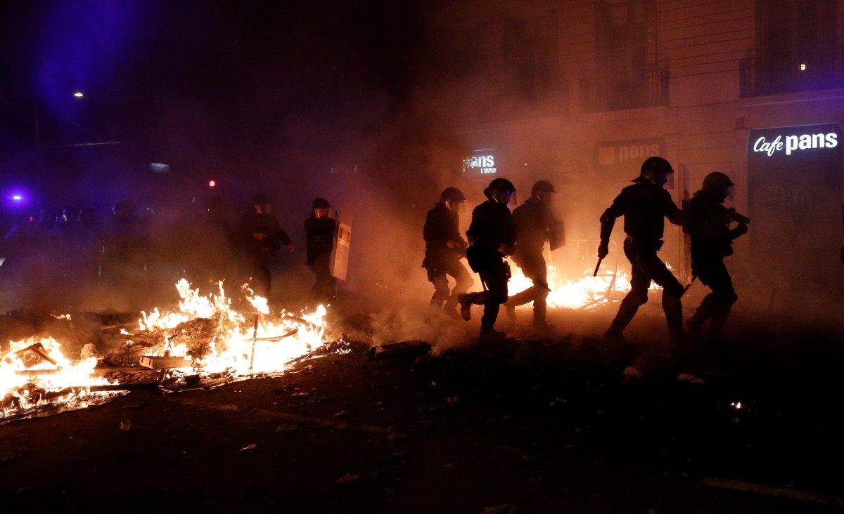 Katalanlar sokakları savaş alanına çevirdi