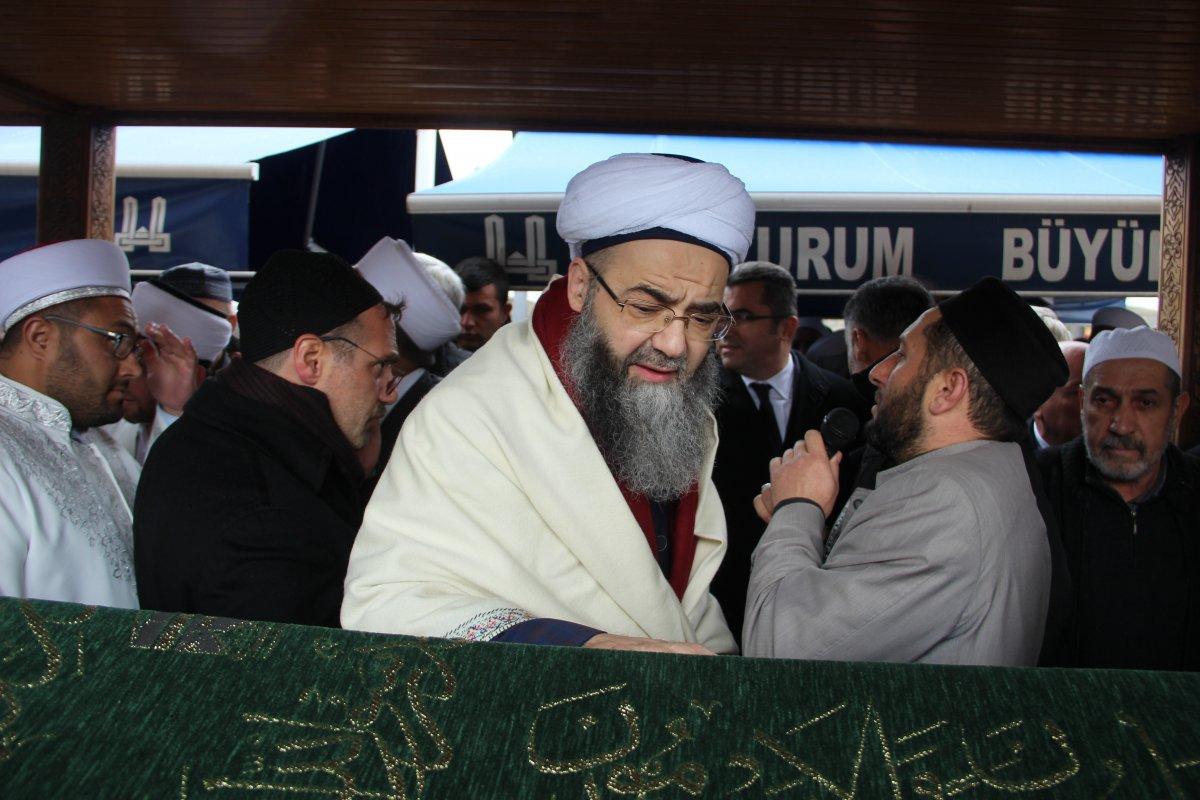 Erzurum'da cenaze namazında izdiham