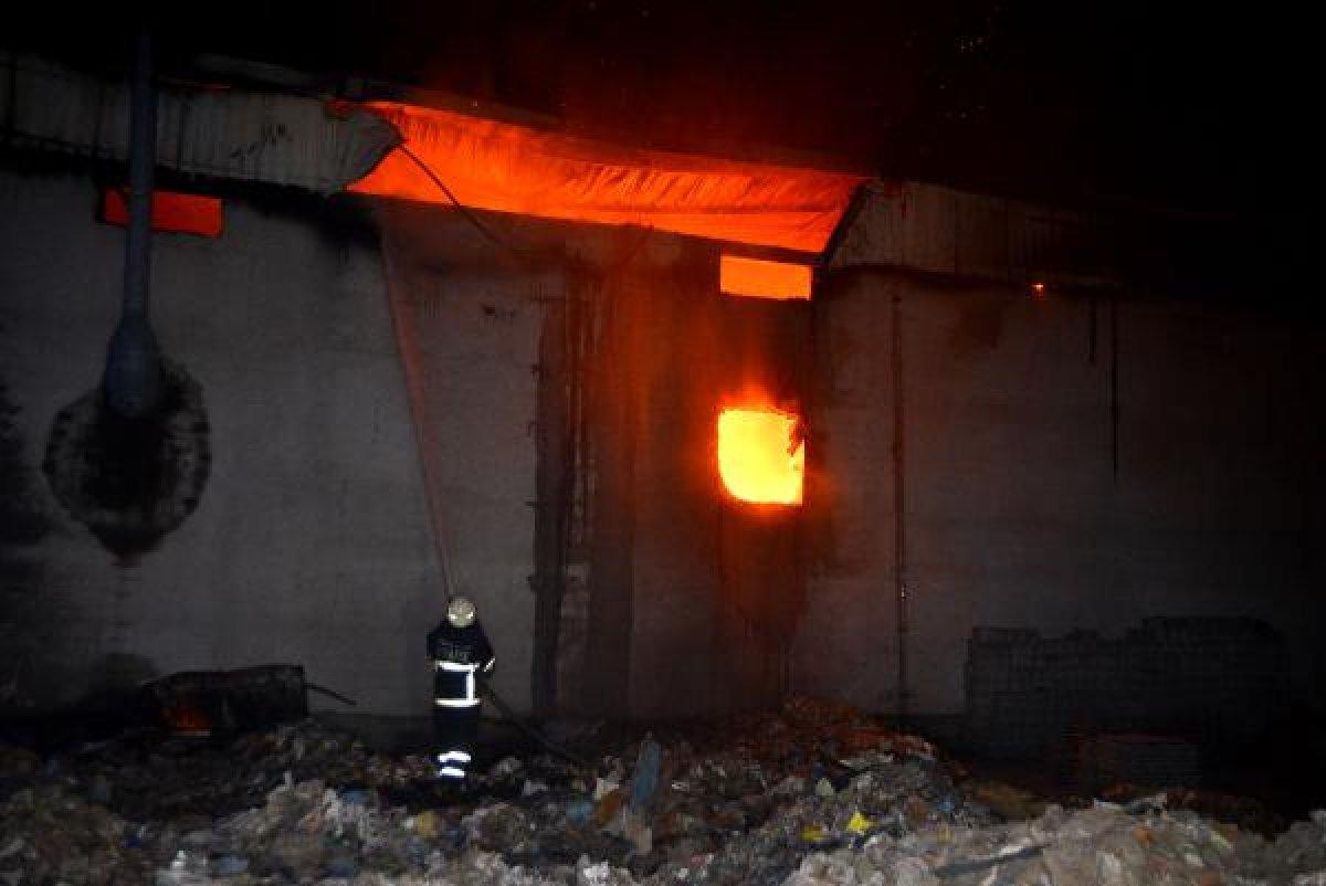 Adana'da fabrikada yangın çıktı