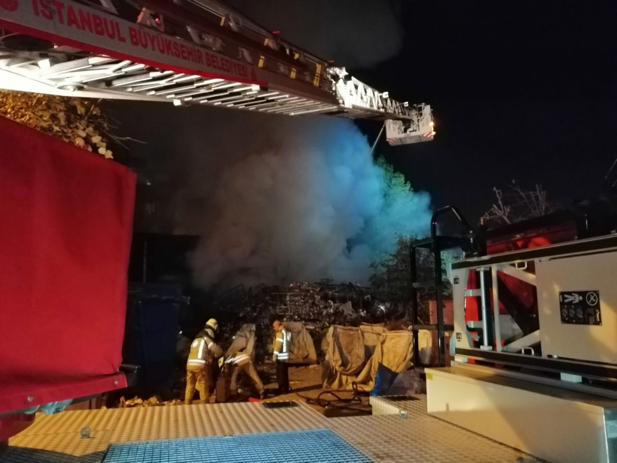 Sancaktepe'de hurdalık yandı