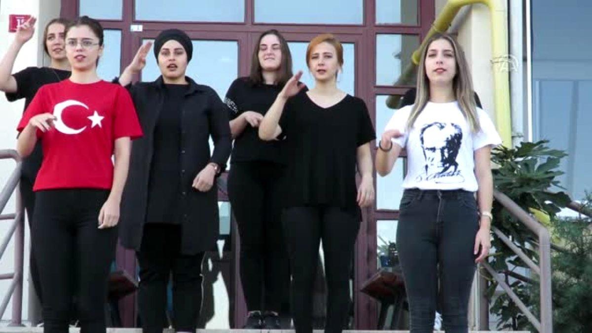 İşaret diliyle Türk askerine selam