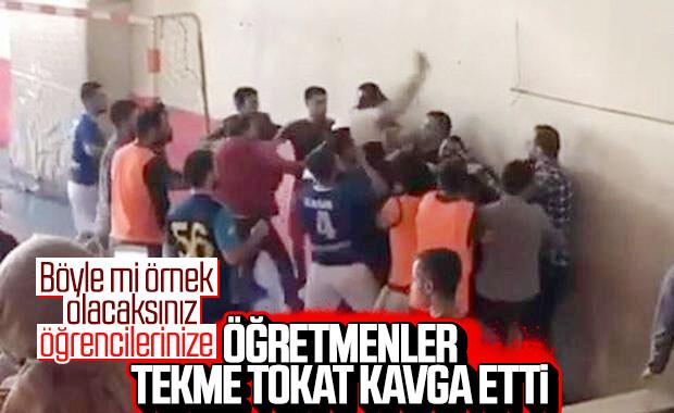 Siirt'te kavga eden öğretmenleri öğrencileri ayırdı
