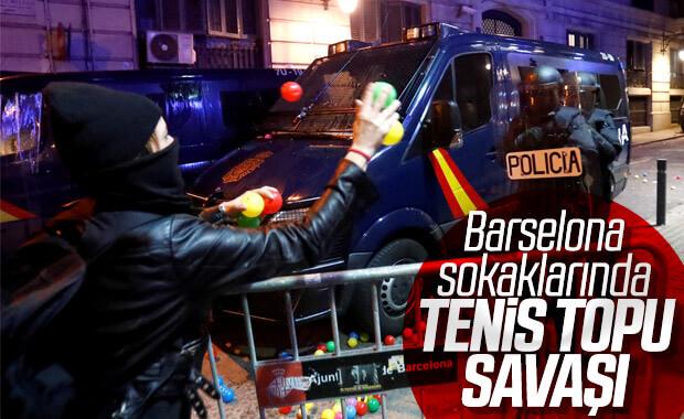 Barselona'da ayrılıkçılarla polis arasında çatışmalar
