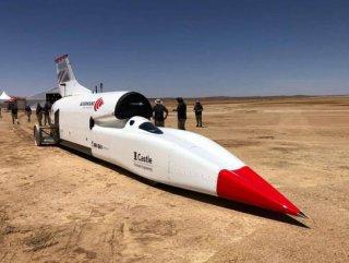Bloodhound isimli araç, saatte 806 km hız yaparak rekor kırdı