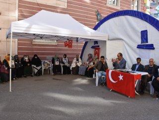 Diyarbakır'da HDP binası önünde protestolar devam ediyor