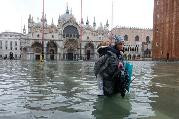 Venedik sular altında: 2 ölü