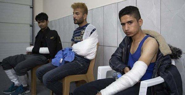 3 kaçak göçmeni Yunan polisi darbetti