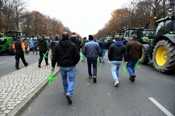 Almanya'da çiftçiler tarım politikasını protesto etti