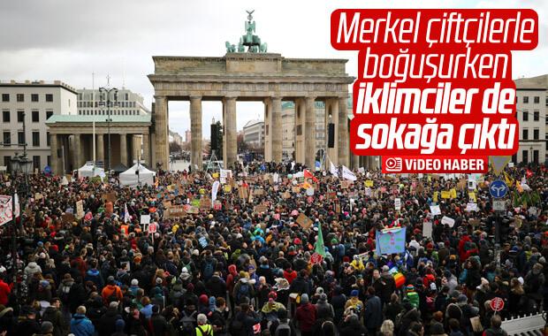 Almanya'da binlerce öğrenci, iklim için yürüdü