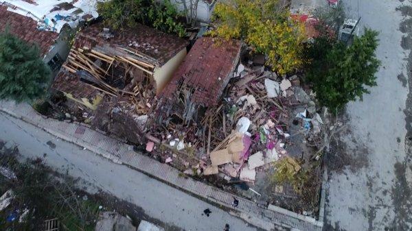 Ümraniye'de dere yatağındaki gecekondular yıkıldı