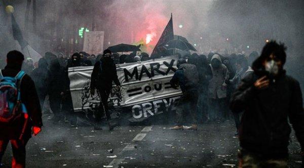 Fransa'da grev devam ediyor