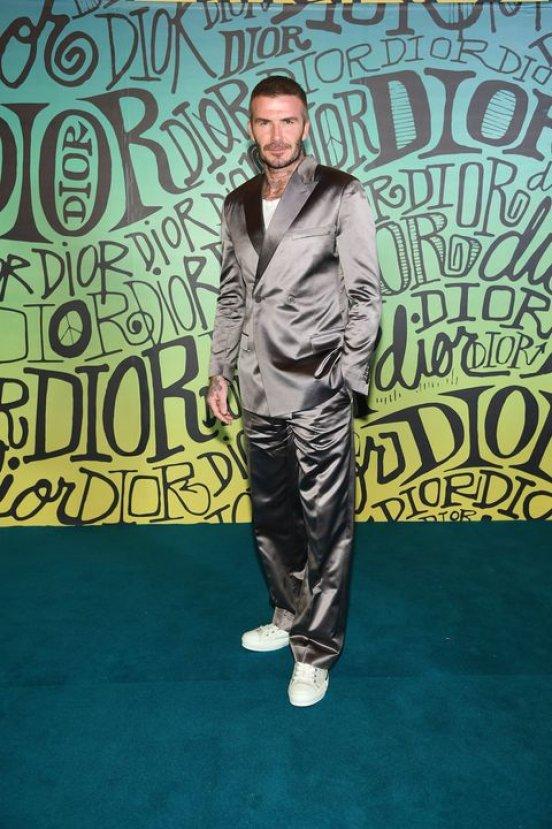 David Beckham parlak takım giydi