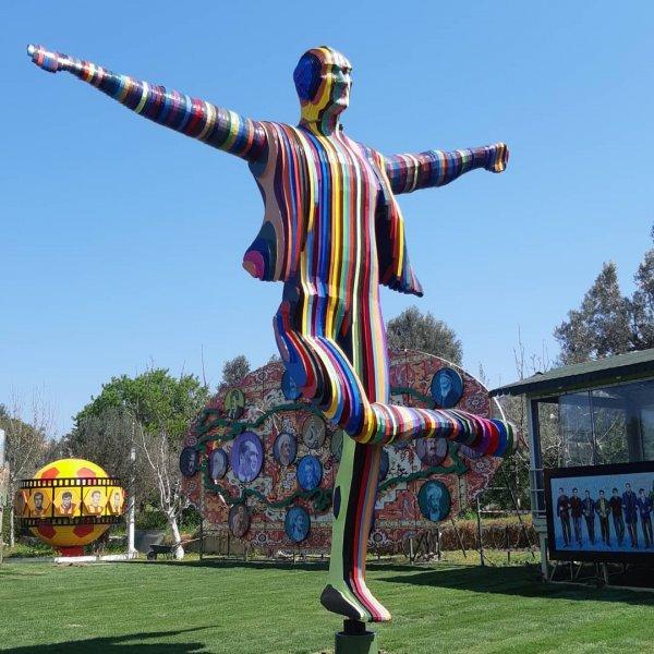 İzmir'e yeni bir Atatürk heykeli yapıldı