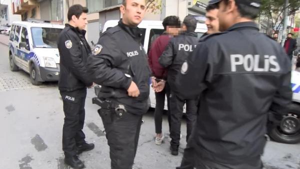 Esenyut'ta lise öğrencileri iki kişiyi gasbetti