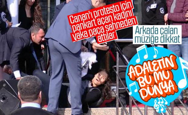 CHP'nin açılış töreninde bir protestocu, etkisiz hale getirildi
