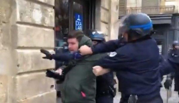 Fransız polisinden muhabire şiddet