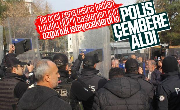 Diyarbakır'da HDP'li başkan için protesto