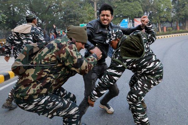 Hindistan'da yeni vatandaşlık yasasına karşı eylemler sürüyor