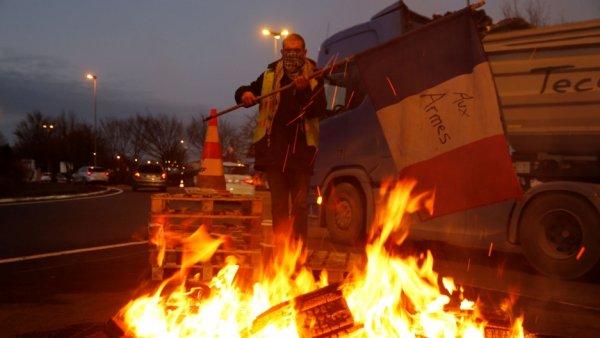 Fransa'da protestolara yeni bir grup katıldı: Mavi Tulumlular