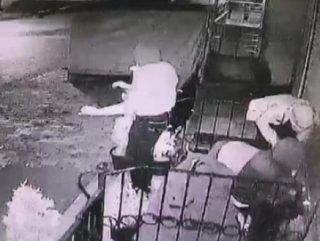 Hırsızların rahat tavırları kamerada