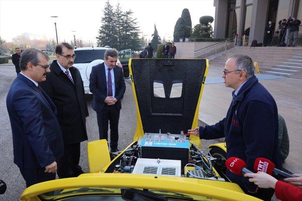Enerji Bakanı Dönmez hidrojen yakıtlı araçları test etti