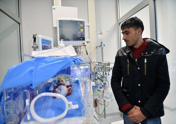 Mersin'de yaşayan Suriyeli çiftin dördüz çocukları oldu