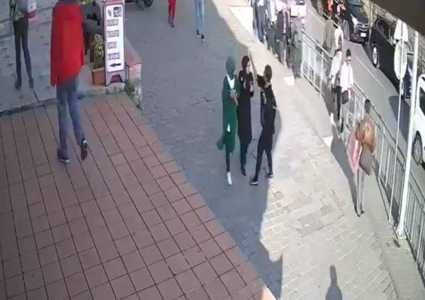 Saldırdığı başörtülü kıza mahkemede FETÖ'cü dedi