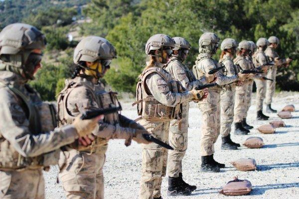 Türkiye'nin ilk kadın Jandarma Komando Astsubayları