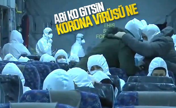 Vuhan'dan dönen Türklerin uçakta kafa tokuşturması