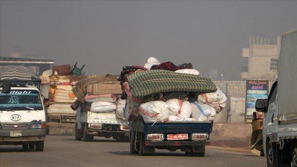 4 günde 90 bin İdlibli Türkiye sınırında geldi