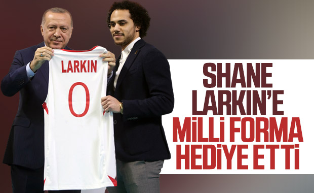 Erdoğan ile Shane Larkin arasında neşeli sohbet