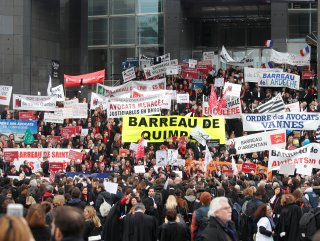 Fransa'da halkın çoğunluğu referandum istiyor #1