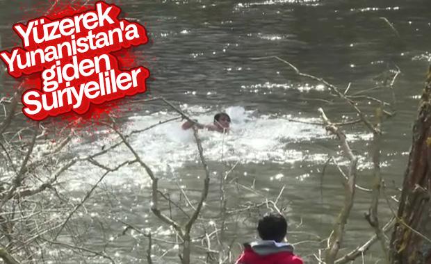 Mülteciler Meriç Nehri'ni yüzerek geçti