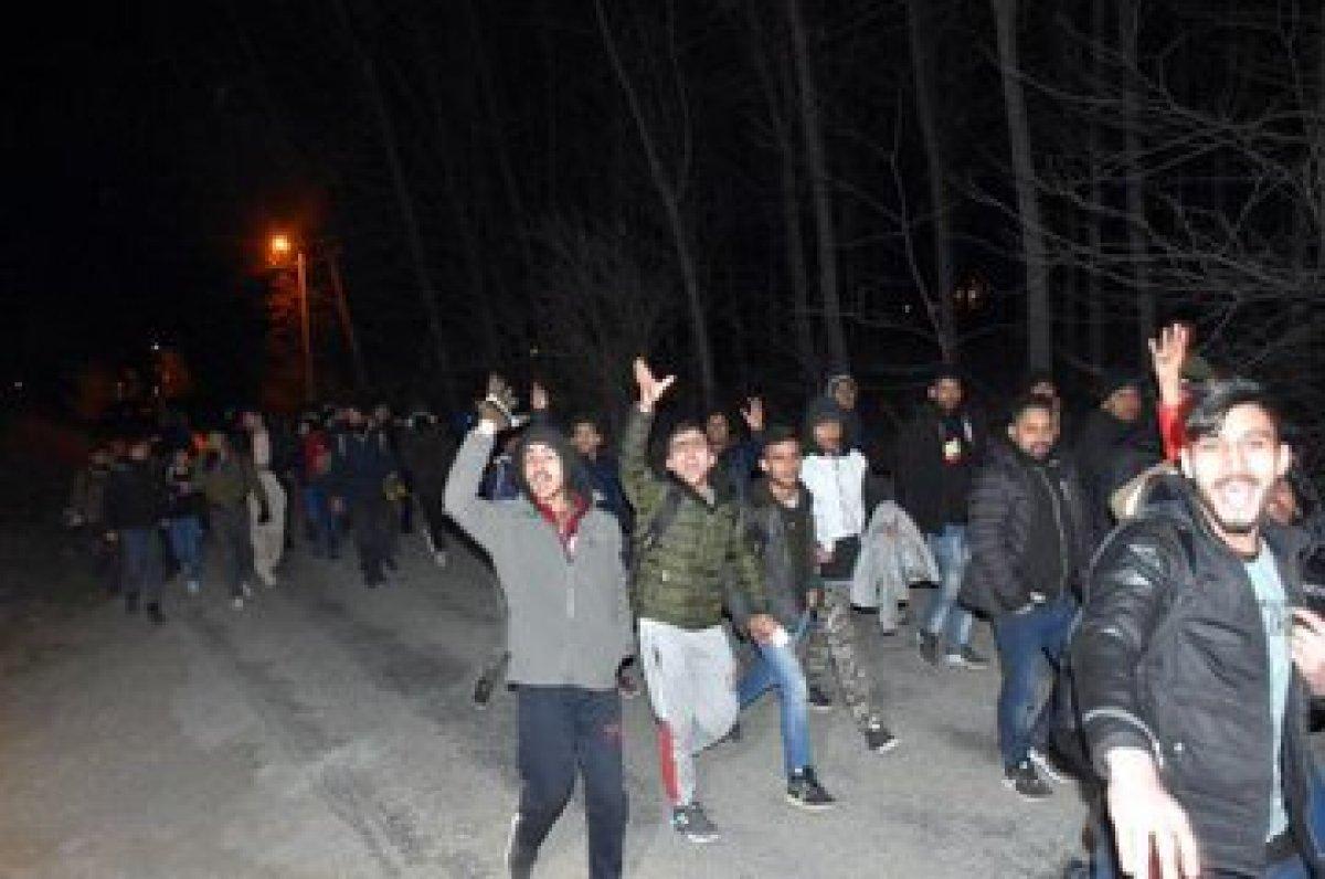 Mülteciler güle-oynaya Avrupa sınırında