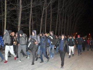 Türkiye Suriyeli mülteciler için sınır kapılarını açtı #1
