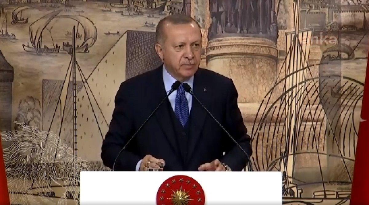 Erdoğan: Mültecilere bakmak zorunda değiliz
