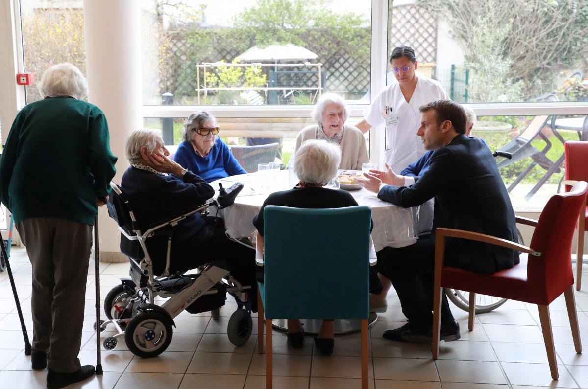 Macron: Yaşlıları ziyaretten kaçının