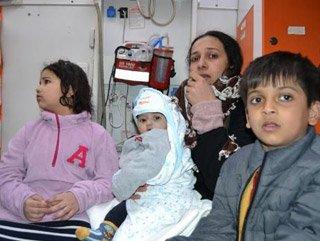 Yunan polisinin botlarını batırdığı göçmenler kurtarıldı