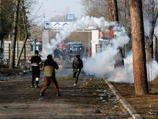 Yunan polisinin göz yaşartıcı bomba stokları bitiyor
