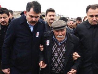 Şehit babasının sözleri Bakan Kurum'u duygulandırdı