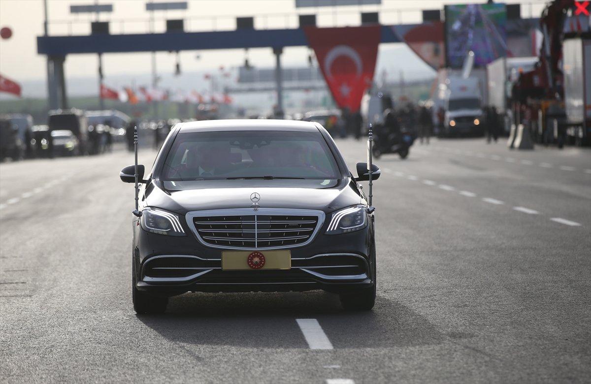 Erdoğan, bugün hizmete açılan yolda ilk sürüşü yaptı