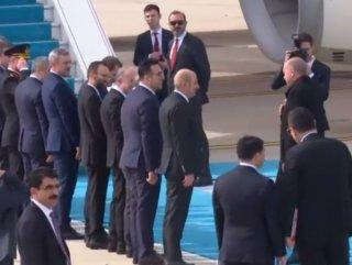 Cumhurbaşkanı Erdoğan, kimseyle tokalaşmadı