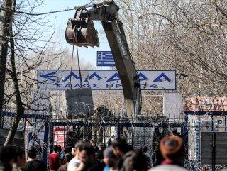 Yunanistan sınır kapısına beton blok