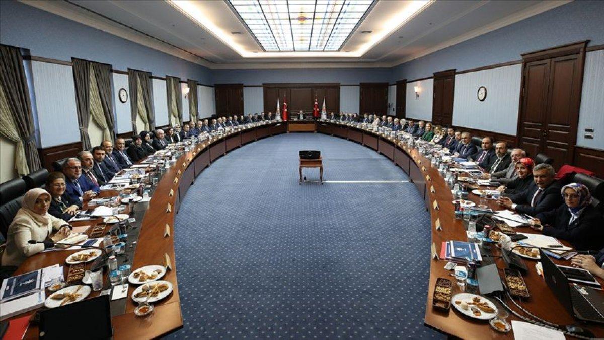 AK Parti'de MYK ve MKYK toplantıları ertelendi