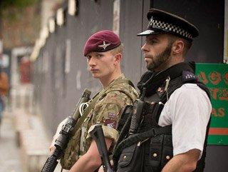 İngiltere'de hastane ve süpermaketlere askeri koruma