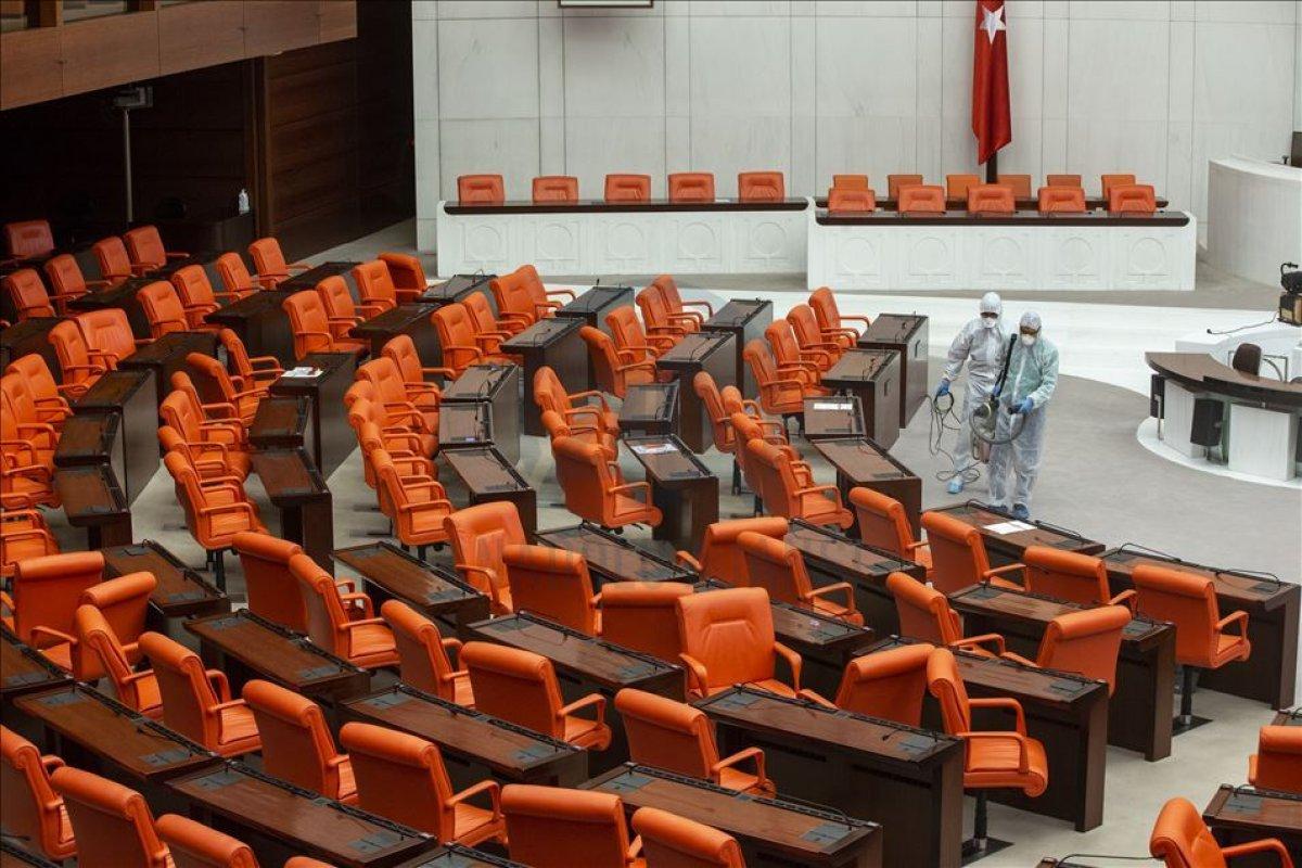 Siyasi partilerin grup toplantıları iptal edildi