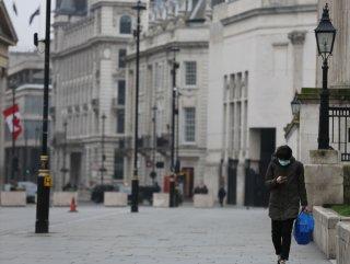 İngiltere'de bar ve restoranlar kapatılıyor
