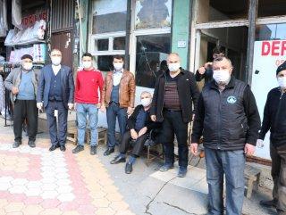 Kahramanmaraşlı hayırsever 5 bin adet maske dağıttı